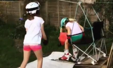 Monten una estació d'esquí al jardí de casa amb remuntadors inclosos