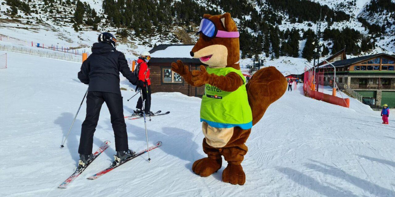 Les imatges de les primeres esquiades de la temporada a les estacions catalanes