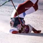 Caiguda esgarrifosa d'Urs Kryenbuehl al descens de Kitzbühel