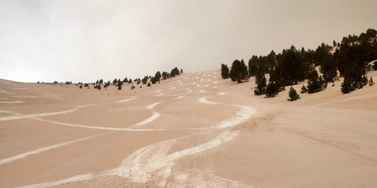 Les millor fotos de com la sorra del Sahara va cobrir les estacions d'esquí