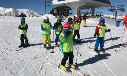 El programa Esport Blanc Escolar 2020-2021 comença al Pirineu català amb prop de 1.700 alumnes de 44 escoles